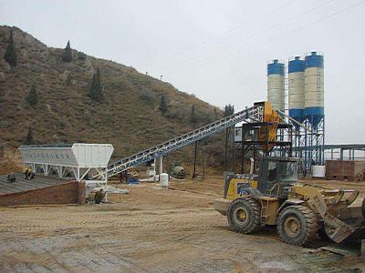 广西hzs120混凝土搅拌站施工现场