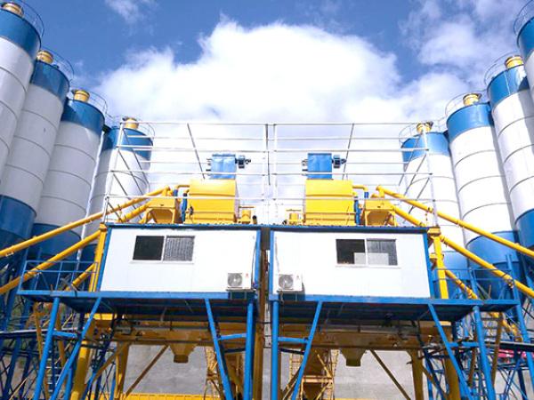 双120混凝土搅拌站在云南红河绿春县正式投入使用