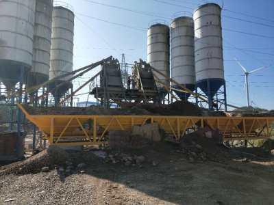 西藏阿里連體hzs35混凝土攪拌站成功運行