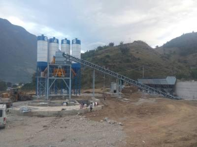四川涼山州HZS180混凝土攪拌站設備開機現場