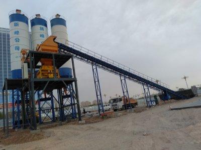 新疆喀什hzs120混凝土搅拌站安装成功现场