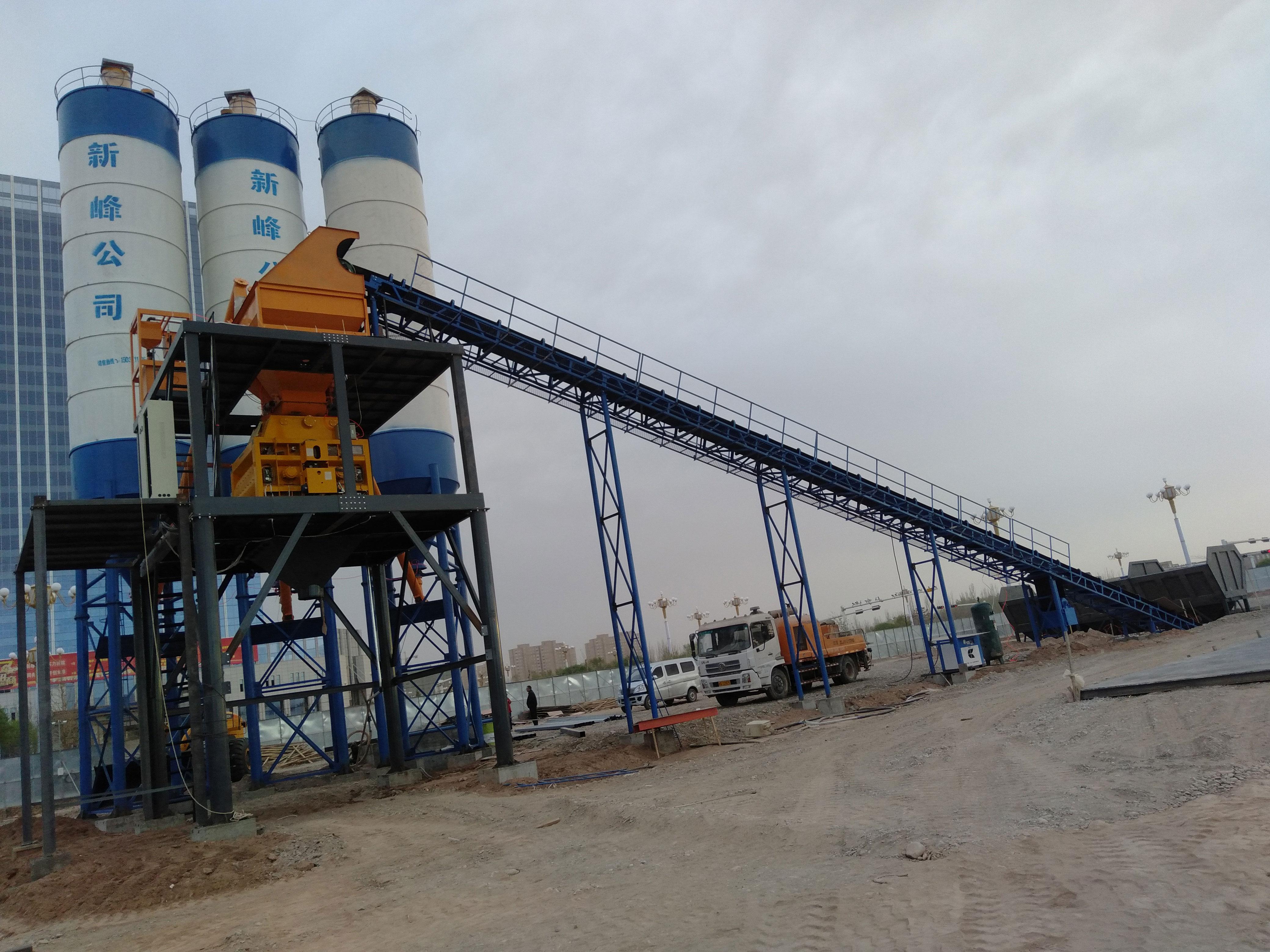 新疆喀什hzs120混凝土搅拌站安装成功现场.jpg