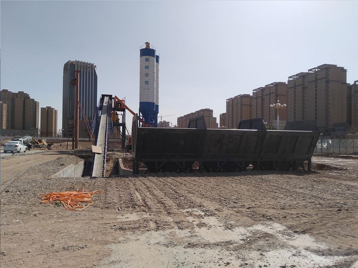 新疆喀什hzs120混凝土搅拌站安装成功现场02.jpg