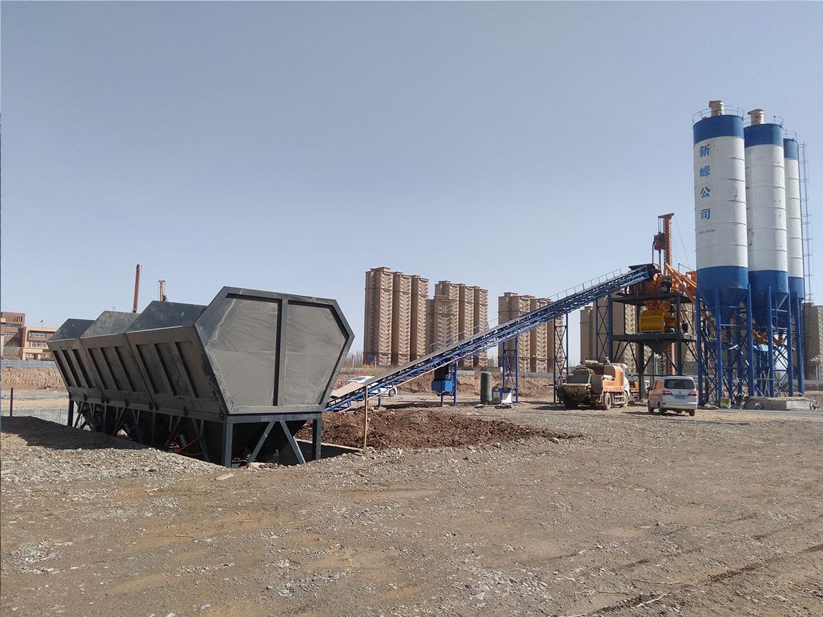 新疆喀什hzs120混凝土搅拌站安装成功现场03.jpg