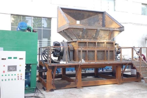 Hydraulic motor shredder machine